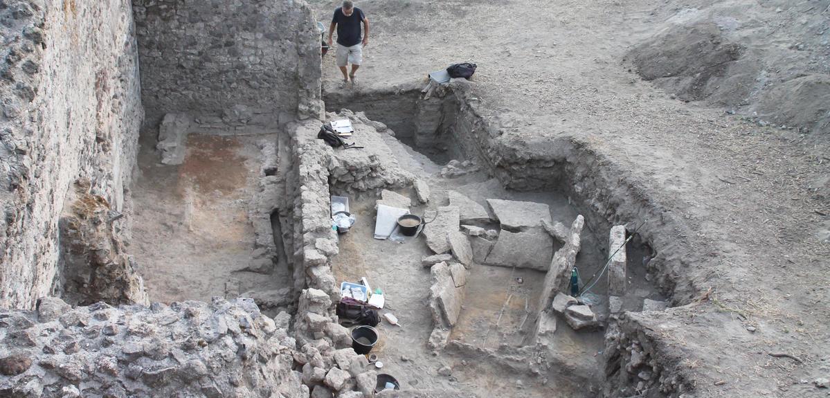 A Rare Pre-Roman Tomb Surfaces in Pompeii | CNRS News